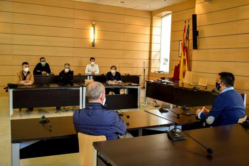 Imagen de la reunión de los alcaldes sobre el carril bici. EPDA