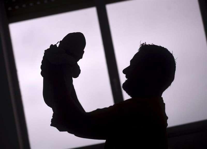 magen de archivo de un bebé nacido el primer día del año. EFE/Rafa Alcaide