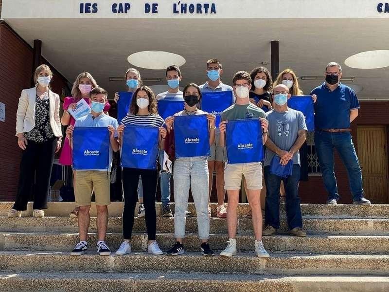 Mari Carmen Sánchez con los alumnos/EPDA