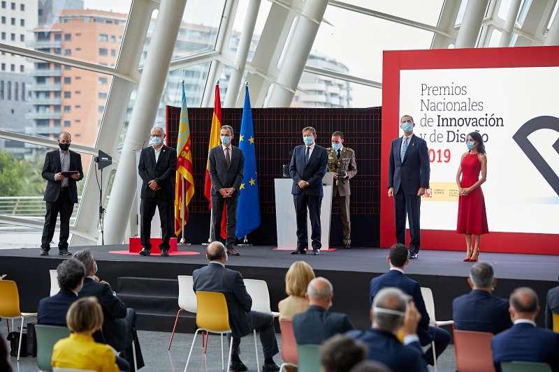 Los Reyes hacen entrega en el Museo Príncipe Felipe de los Premios Nacionales de Innovación y Diseño . EPDA