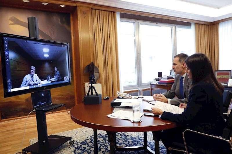 Los reyes de España, Felipe VI y Letizia, mantuvieron este martes una videoconferencia con los responsables del Puerto de Valencia. EFE
