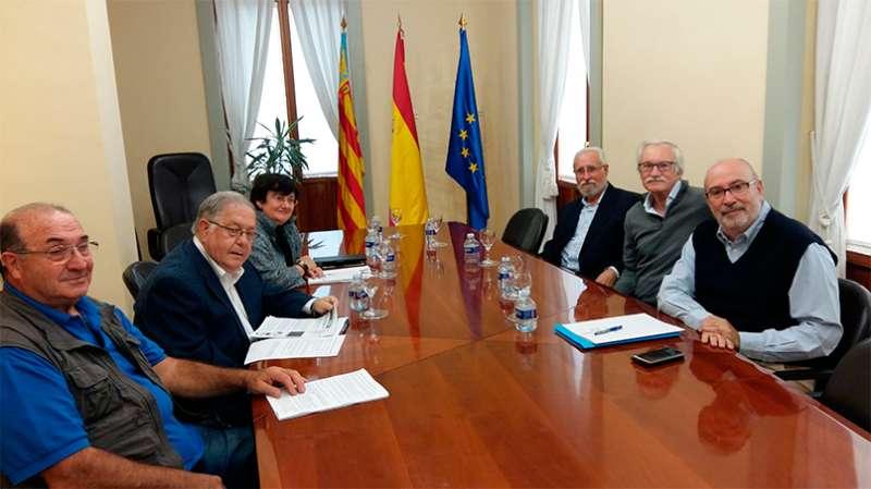 El conseller en la reunió amb  la Comissió Cívica per a la Recuperació de la Memòria Històrica