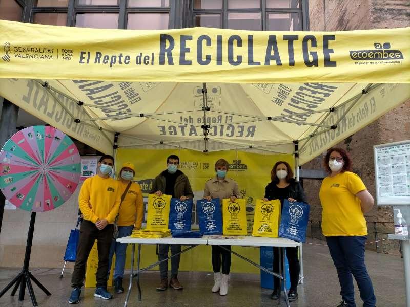 Punto de información sobre el reciclaje instalado en la Plaza Mayor./EPDA