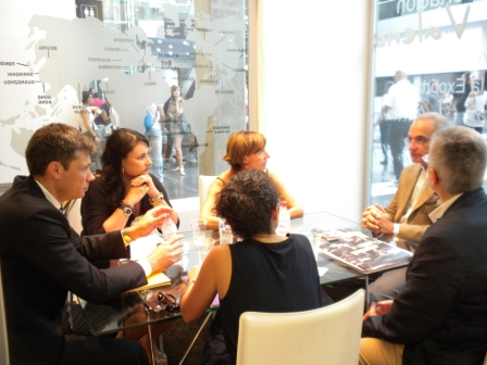 El director general de Internacionalización, Daniel Marco reunido con los responsables de compra de la cadena mexicana Casa Palacio. Foto EPDA