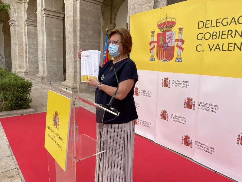 Gloria Calero presentando el nuevo informe