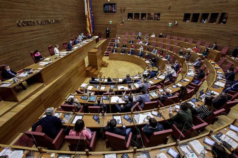 Vista general del hemiciclo durante el pleno de Les Corts Valencianes sobre los Presupuestos de la Generalitat para 2021.