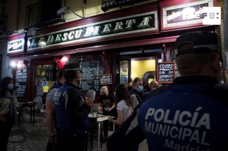 Miembros de la Policía Municipal de Madrid este sábado en el centro de la capital madrileña.