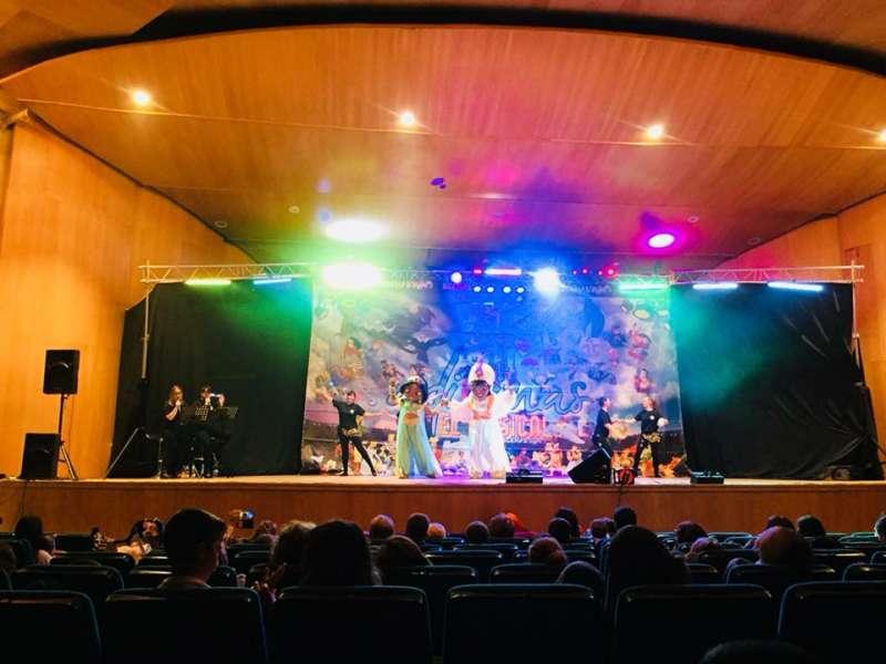 Niños y mayores disfrutaron del espectáculo