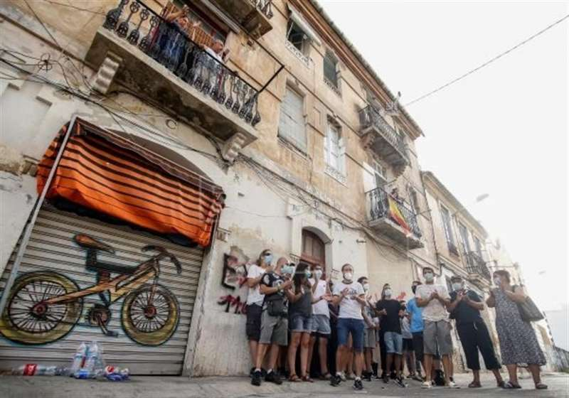 Un grupo de jóvenes pertenecientes al colectivo Construyendo Malilla manifestándose.