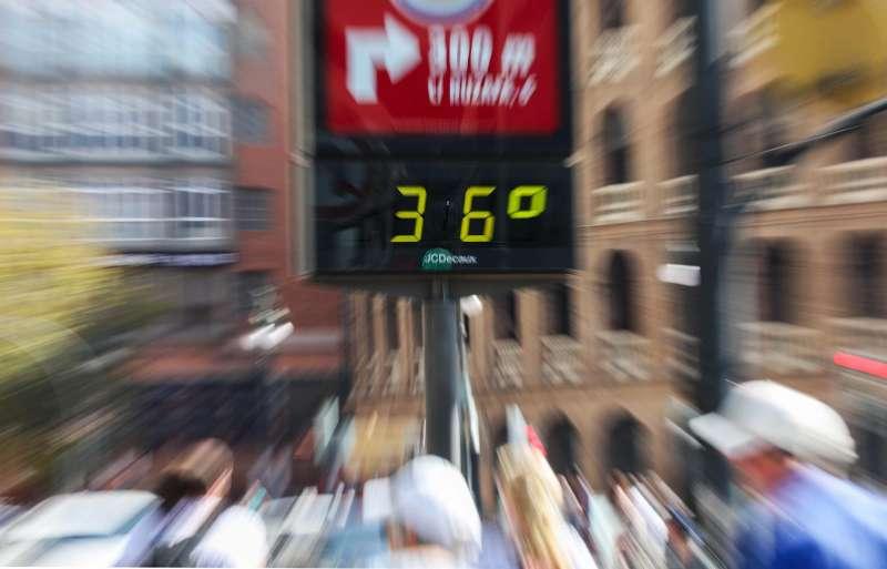 Un termómetro marca 36 grados. EFE