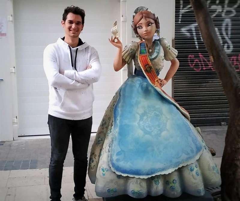 Imagen cedida por la UNED de Rafa Sánchez, artista fallero y tercera generación de la empresa Carrozas Sánchez. EFE