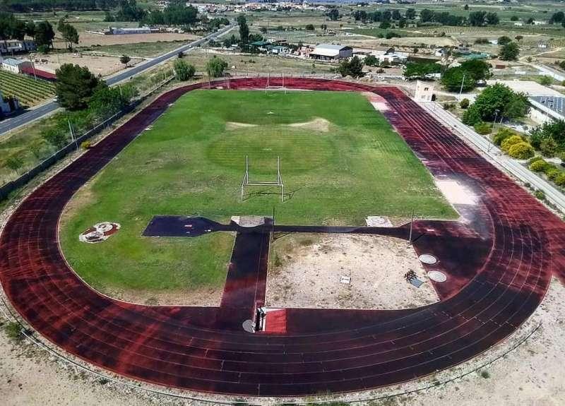 Obras en la pista de atletismo de Requena. EPDA