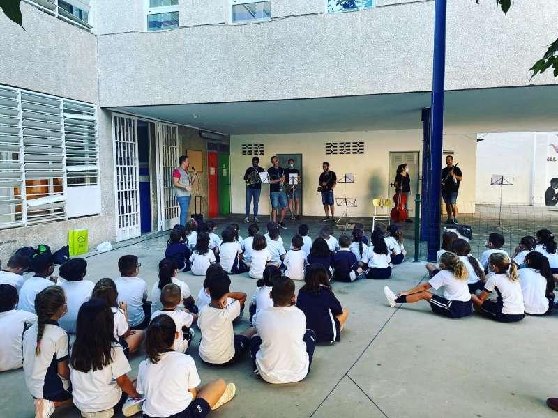 Els xiquets assistint a les activitats. EPDA.