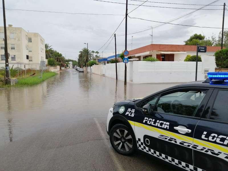 Inundaciones y cortes al tráfico el pasado lunes en la zona de Almardà. / EPDA