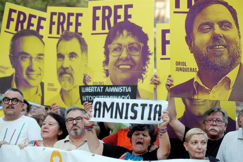 Manifestantes protestan en València contra la sentencia del