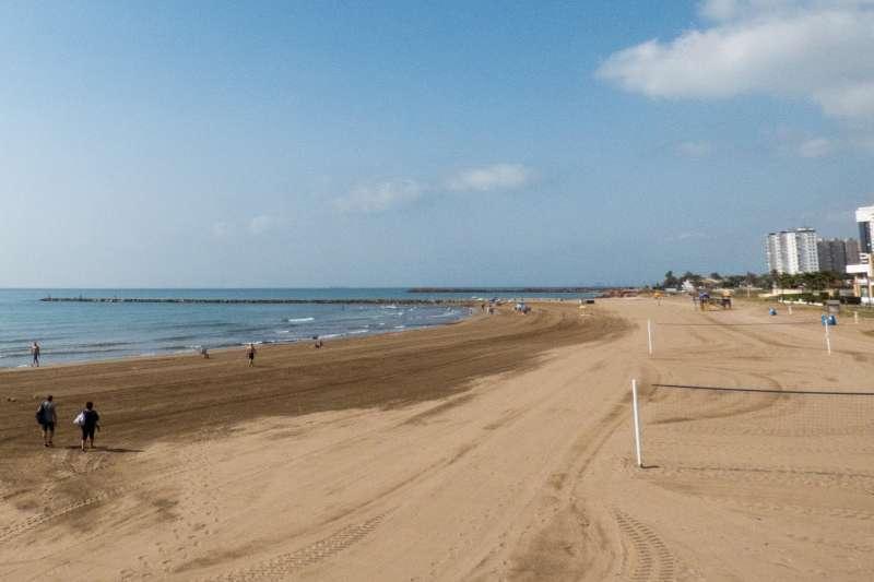 Imagen de archivo de una playa de la Comunitat. EPDA