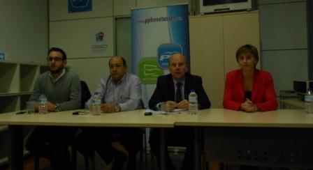 El conseller Máximo Buch durante la charla-coloquio organizada por el PP en Benetússer. EPDA