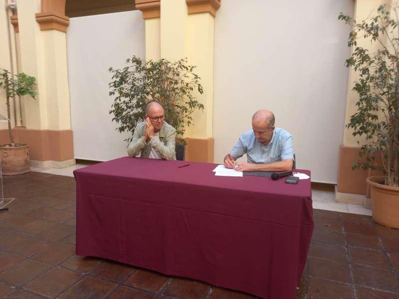 Firma de la cessió de la senyera.