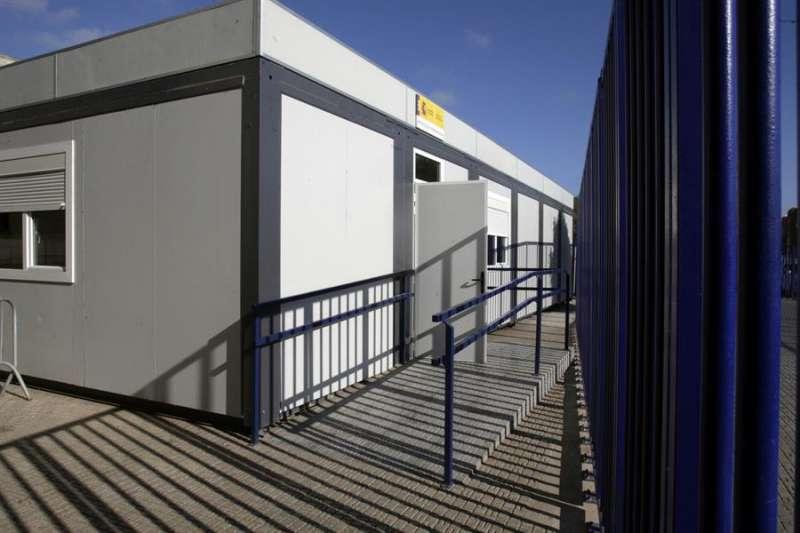 Entrada de la oficina de asilo que gestiona el Cuerpo Nacional de Policía en el puesto fronterizo de Beni-Enzar en Melilla. EFE/F.G. Guerrero/Archivo.