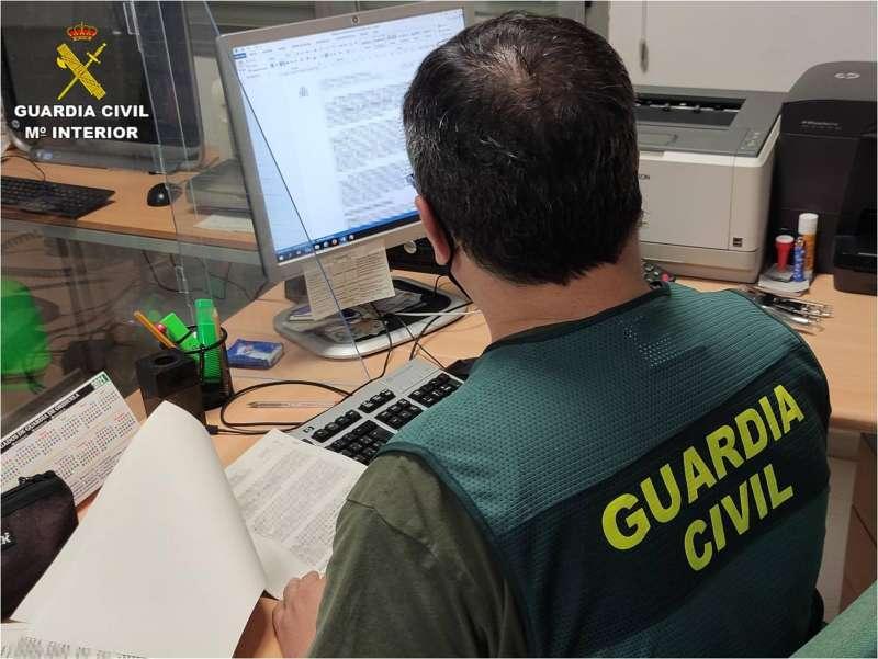 Un agente de la Guardia Civil en un fotografía facilitada por el cuerpo.