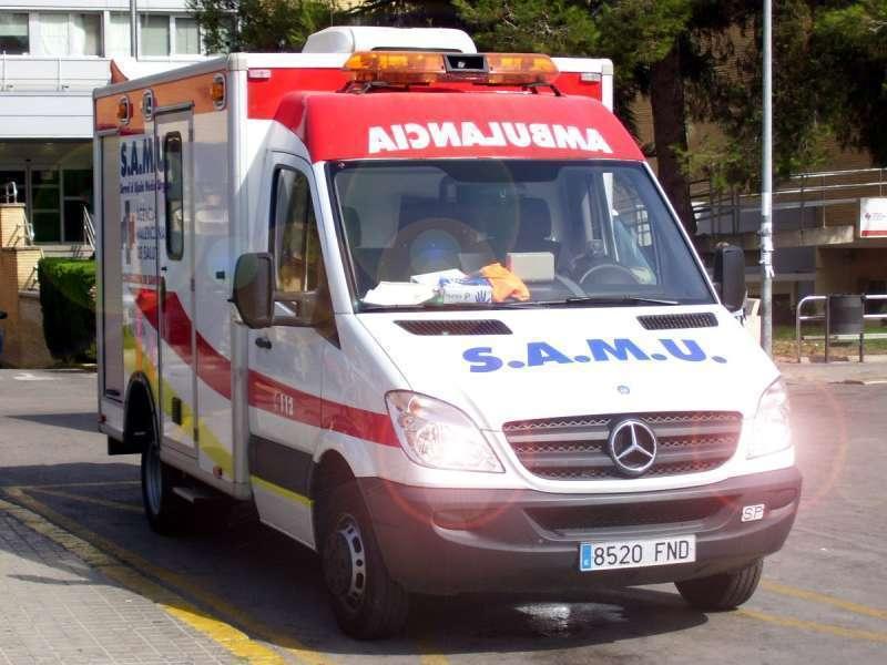 Imagen de archivo de una ambulancia de tipo SAMU