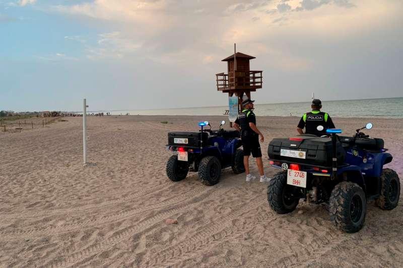 La Policía Local de Sagunto y la de Canet d?en Berenguer frenan los botellones nocturnos en las playas,