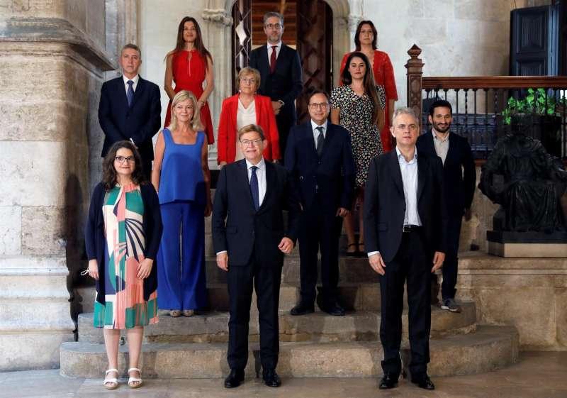 Foto de familia del nuevo Consell tras la incorporación del nuevo vicepresidente segundo y conseller de Vivienda, Hector Illueca