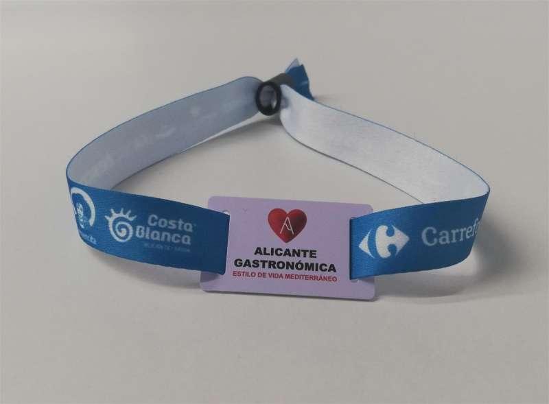 Imagen de la pulsera que se usará para acceder a la feria Alicante Gastronómica. EFE