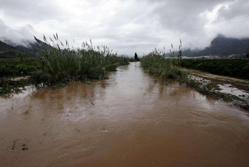 Campos inundados en Tavernes de la Valldigna. EFE