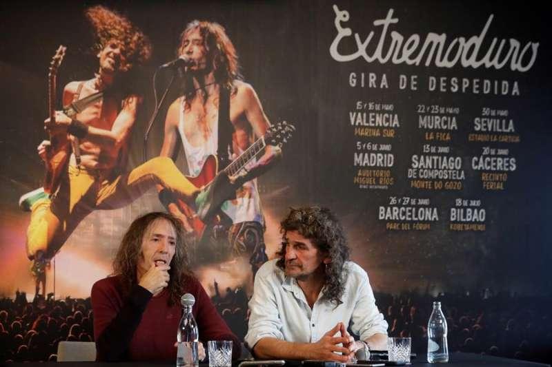 Los líderes de Extremoduro, Robe Iniesta (i) e Iñaki Antón, en una rueda de prensa de presentación. EFE/J.J. Guillén/Archivo