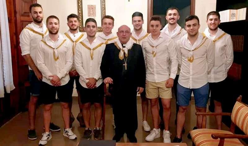 El obispo con la comisión