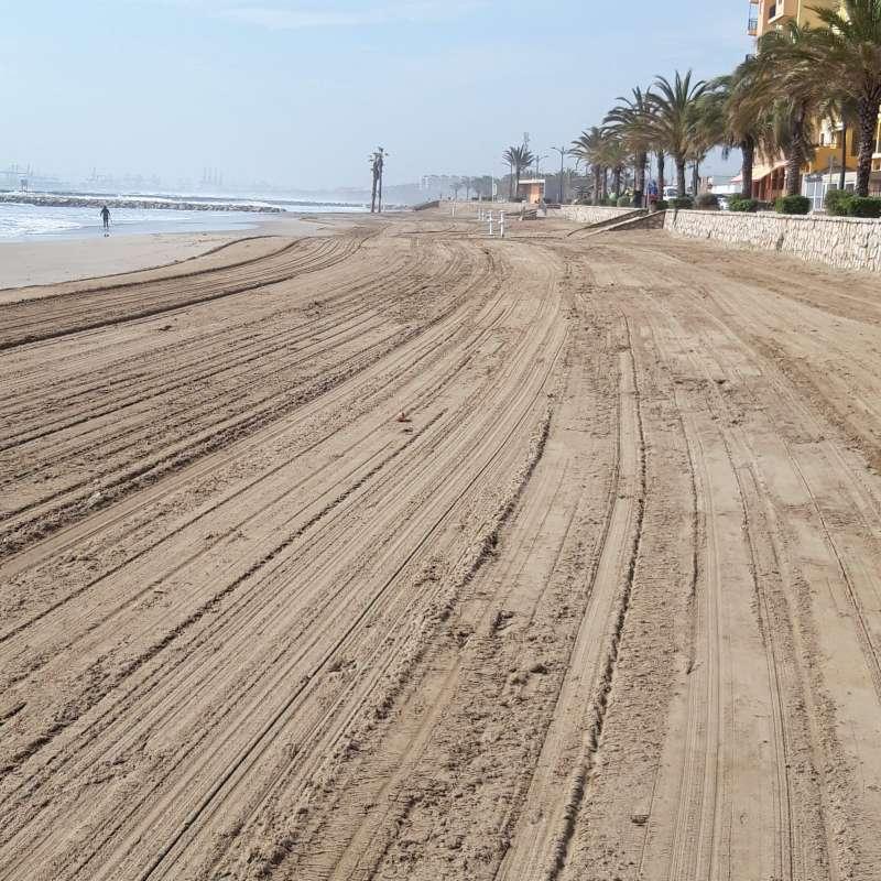 Limpieza en la playa de Alboraya. EPDA