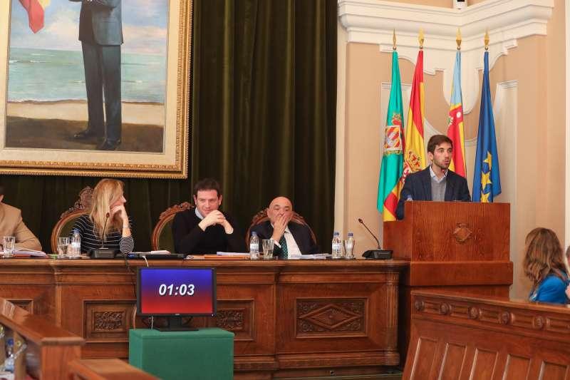 Fernando Navarro en sesión municipal