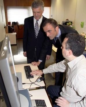El director general de Evaluación, Calidad y Atención al Paciente de la Conselleria de Sanitat, Ignacio Ferrer, ha visitado hoy las instalaciones de la ONCE en Valencia. Foto EPDA