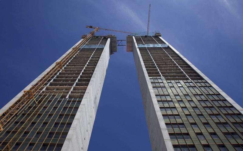 Vista de las dos torres que constituyen el Edificio Intempo tomada en 2011, cuando se inició la conexión entre ambas.