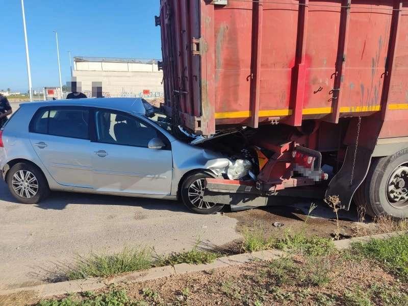 El coche accidentado en Alboraya