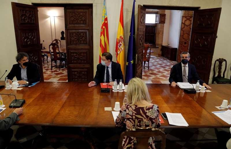 El president de la Generalitat, Ximo Puig, preside la reunión sobre el dispositivo de seguridad y salud pública que se pondrá en marcha durante el verano.