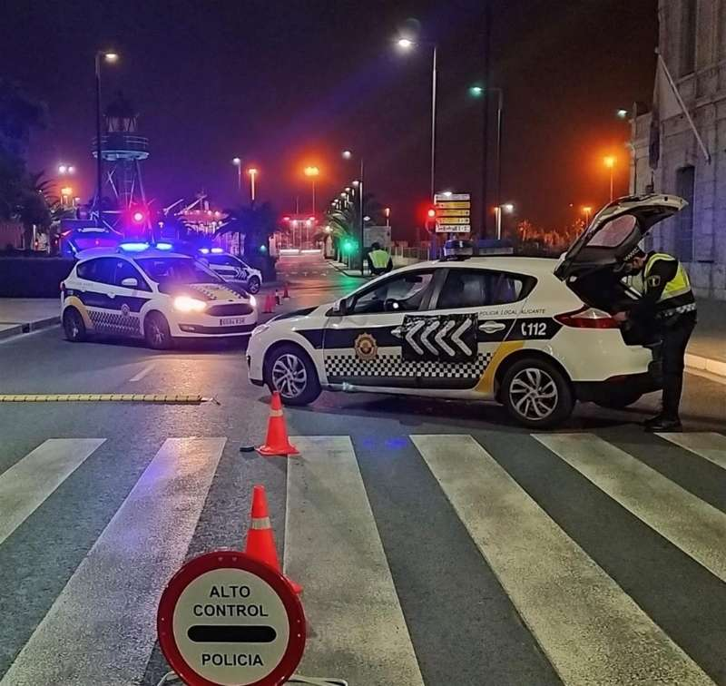 Imagen de archivo de una actuación de la Policía Local de Alicante. EFE/Ayto Alicante