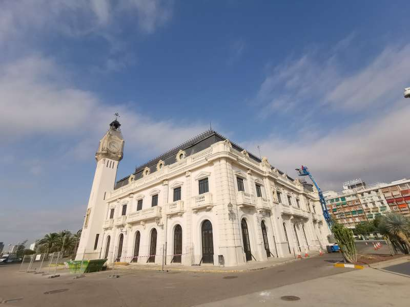 El edificio del reloj de la APV. B. BUENO