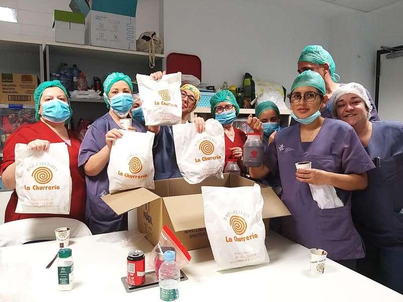 Sanitarios reciben churros solidarios