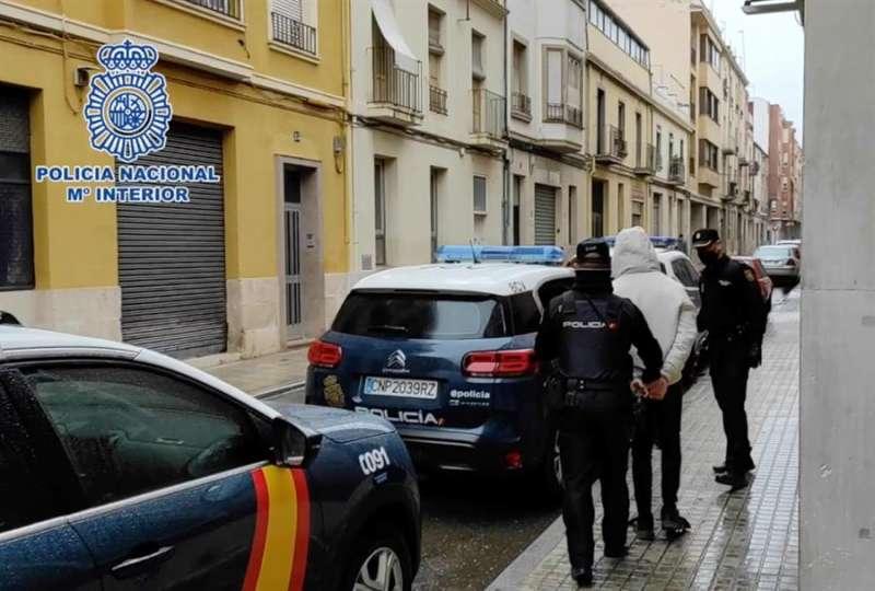 Momento de la detención de los presuntos agresores, en una imagen de la Policía. EFE
