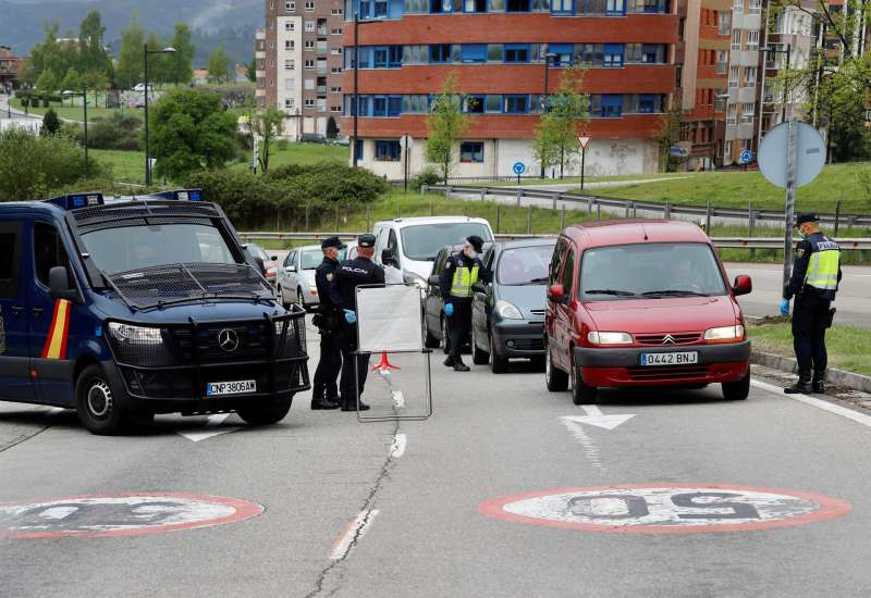 Control de la Policía Nacional en el acceso a una gran ciudad. EFE
