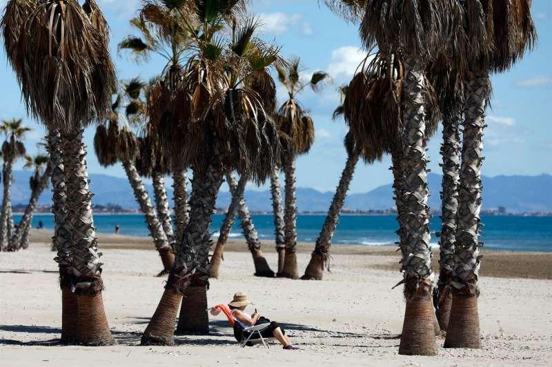 En la imagen, la playa de Canet de Berenguer, en Valencia. Archivo/EFE/Kai Försterling
