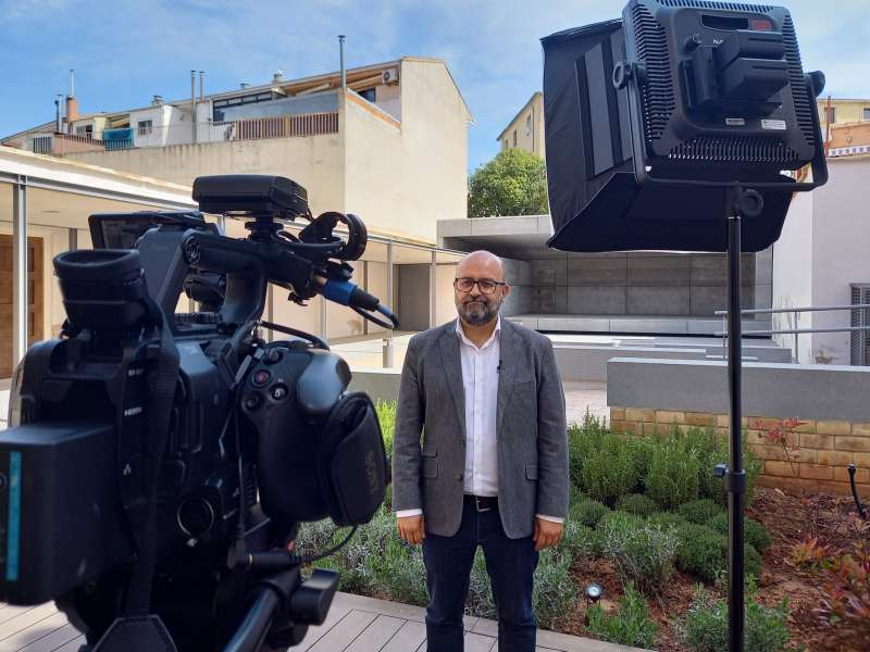 El alcalde de Utiel atiende a los medios audiovisuales de València Turisme