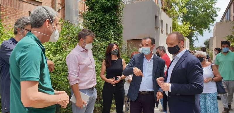 El alcalde de Riba-roja y el conseller de Vivienda. EPDA.