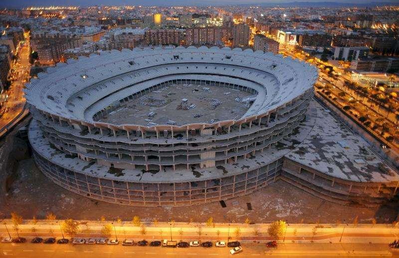 Las obras del nuevo estadio de Mestalla, que permanecen paradas desde hace diez años.
