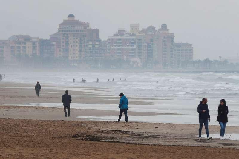 Nuves en una playa valenciana. EPDA