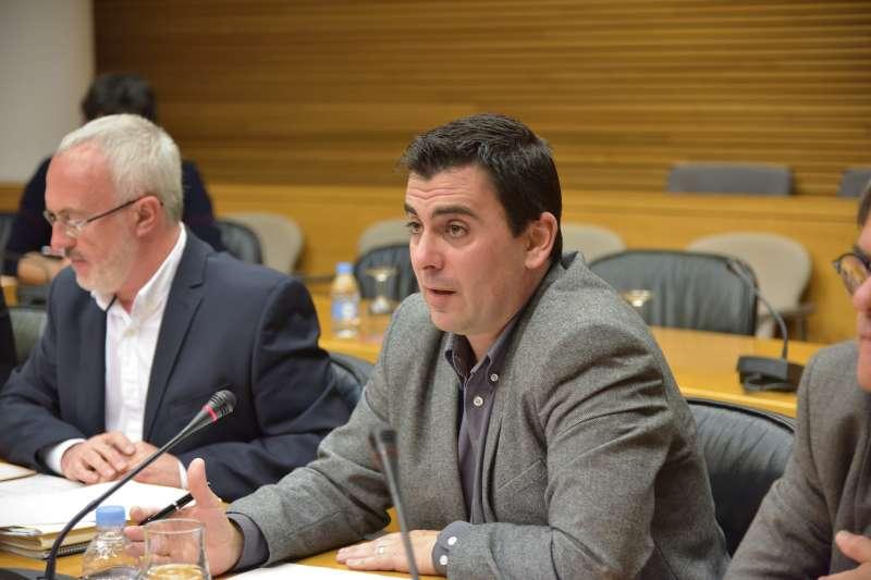 Toni Subiela, a la derecha, diputado autonómico de Ciudadanos, junto a Antonio Montiel, de Podemos. FOTO EPDA