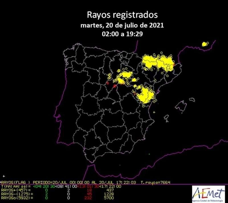 Imagen facilitada por AEMET sobre los rayos caídos este martes.