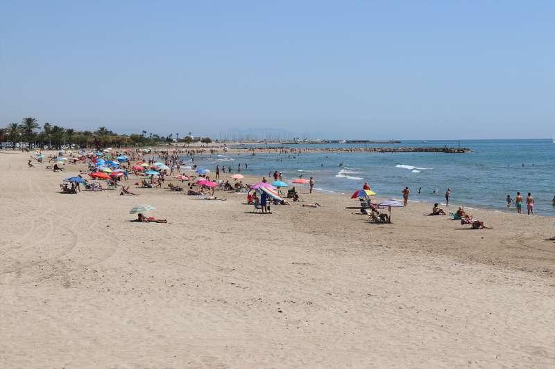 Una de las playas de Sagunt.
